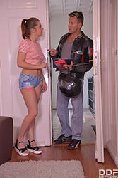 Unforeseen Blowjob: Hot Babe Sucks Delivery Guy's Dick